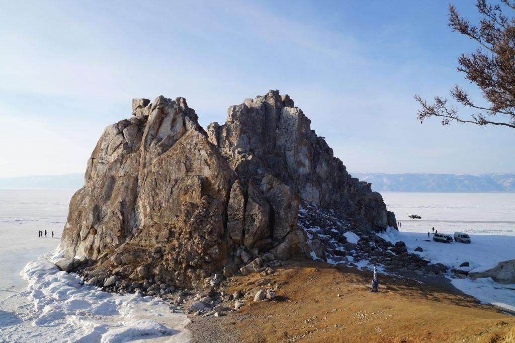 Скала Шаманка у острова Ольхон зимой