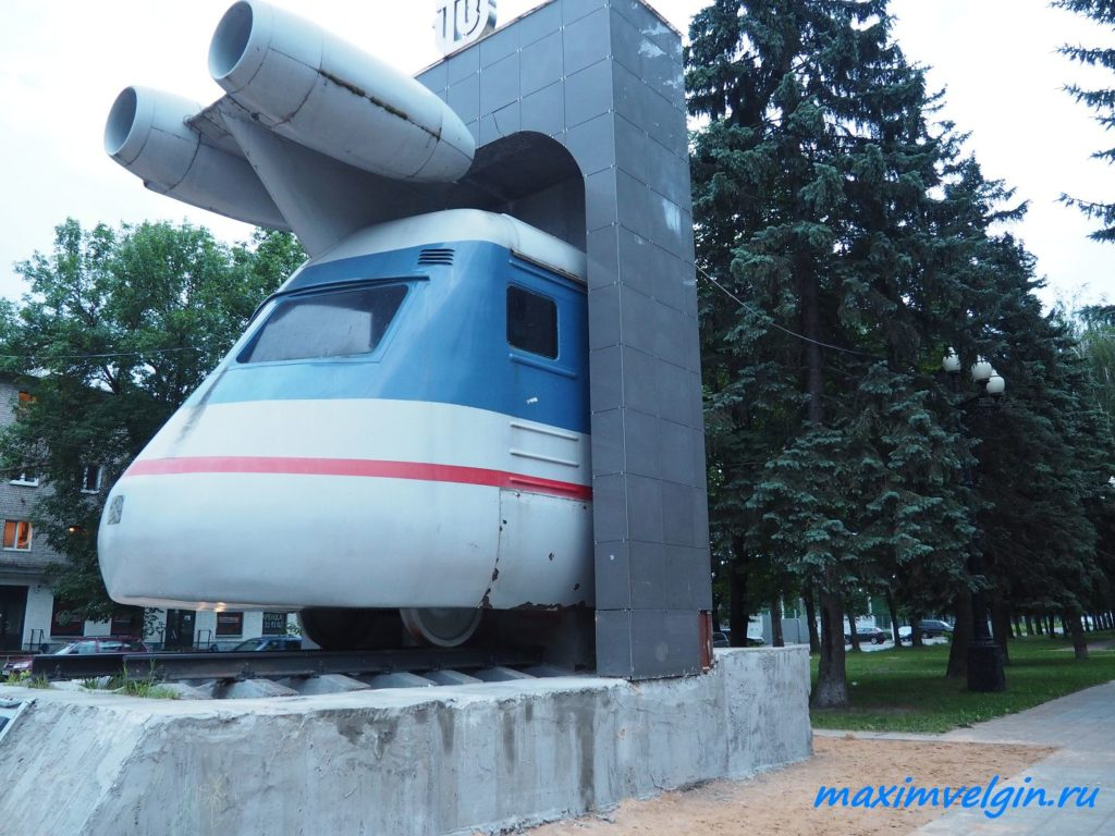 памятник поезду в Твери