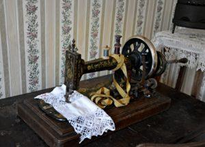 Где в старину покупали швейную машинку?