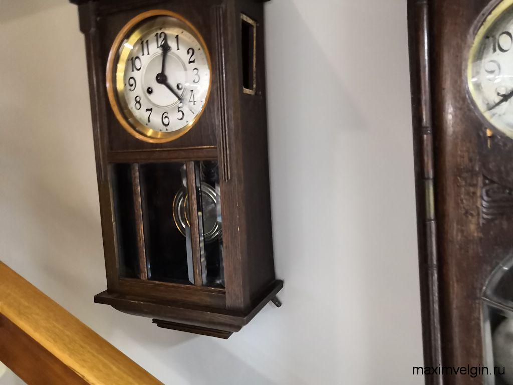 Шкатулки и старинные часы в музее звуки времени