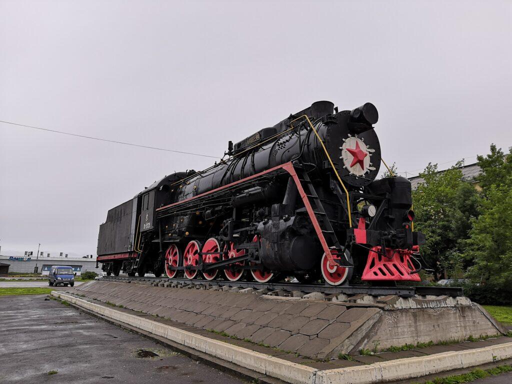 Вот так выглядит памятник паровозу