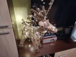 Светящийся олень из проволоки
